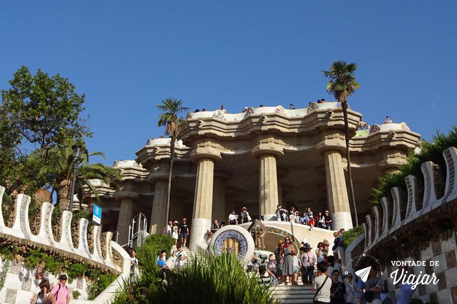 barcelona-de-gaudi-escadaria-do-parque-guell