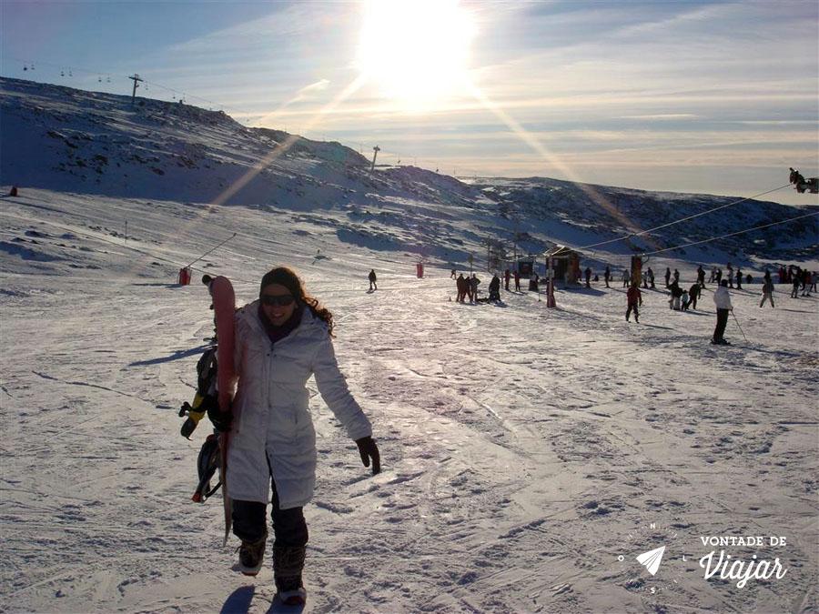 serra-da-estrela-nanda-com-a-prancha-de-snowboarding
