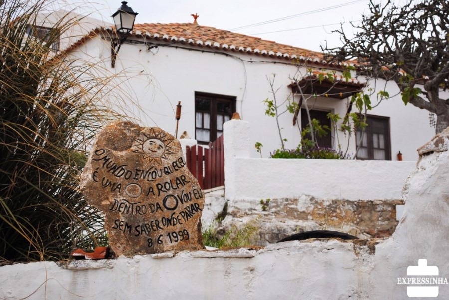 portugal-azenhas-do-mar-poesia-nas-pedras-foto-bruna-barbosa-expressinha