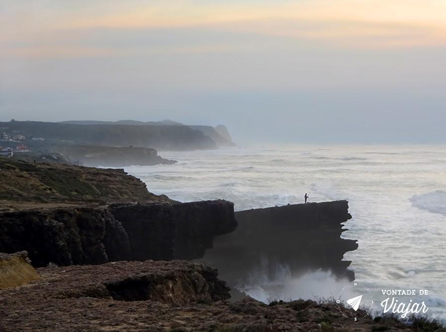 portugal-cabo-da-roca-pescador-no-rochedo
