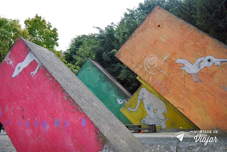 bolonha-street-art-dinossauros-blu-no-giardino-del-guasto