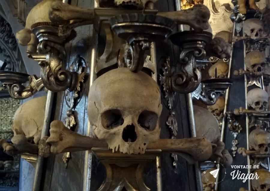 kutna-hora-capela-de-ossos-na-republica-tcheca