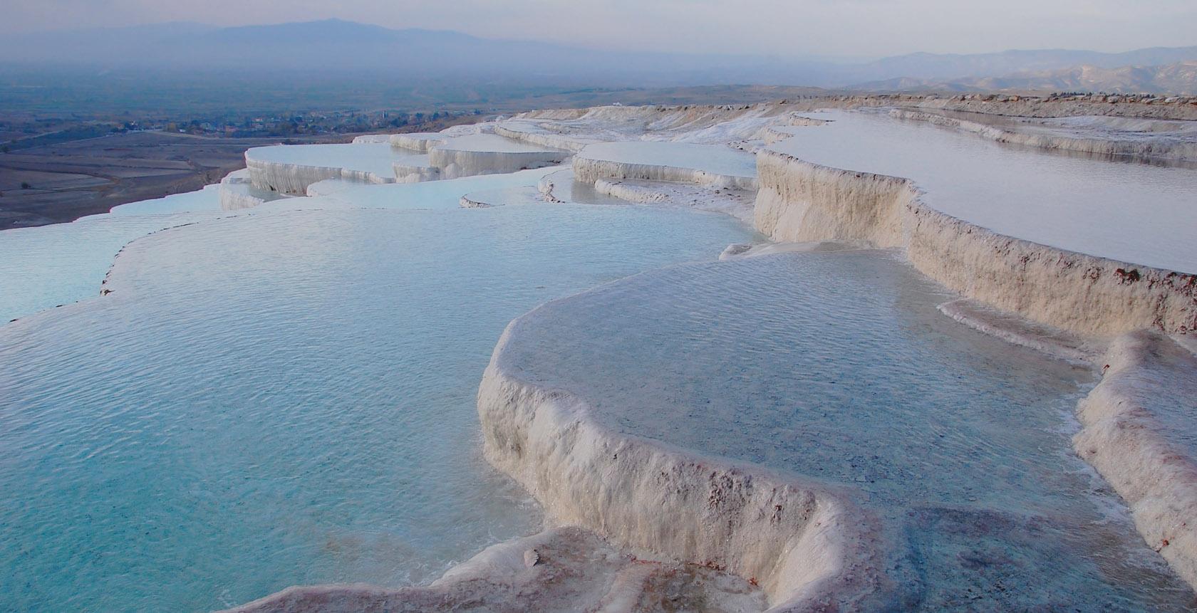 Pamukkale: uma cascata de piscinas azuis na Turquia