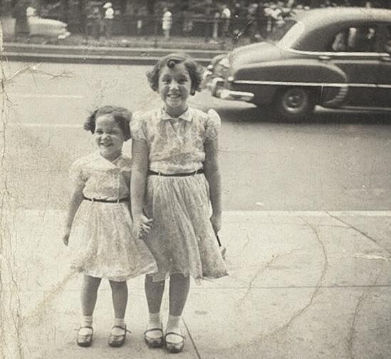 Tenement Museum - Filhas de alemaes Bella Epstein e sua irma na Orchard Street